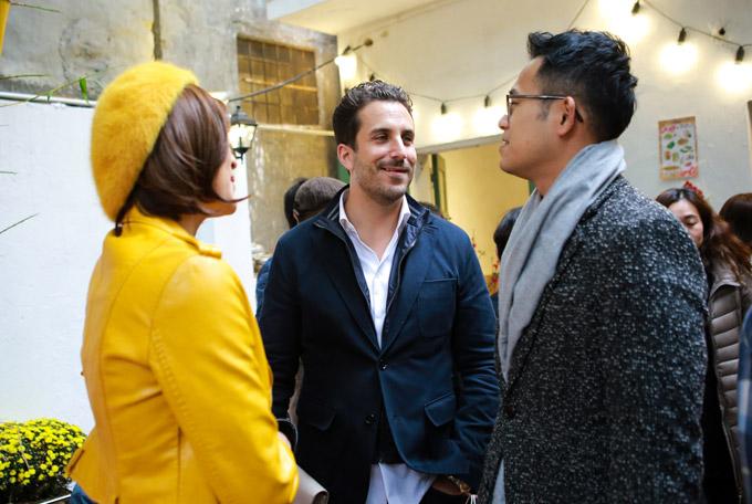 Người yêuPhương Mai vui vẻ trò chuyện với MC Đức Bảo. Dịp này, anh ra Hà Nội ăn Tết và ra mắtgia đình của bạn gái.