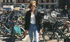 Thiên thần nội y Sanne Vloet diện quần jeans 'sexy hết phần người khác'