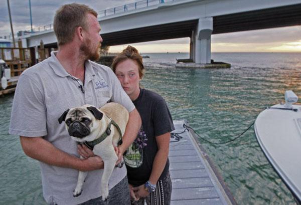 Nikki và bạn trai Tanner bị lật thuyền khi chỉ vừa bắt đầu hành trình chu du thế giới được hai ngày. Ảnh: Tampa Bays Times