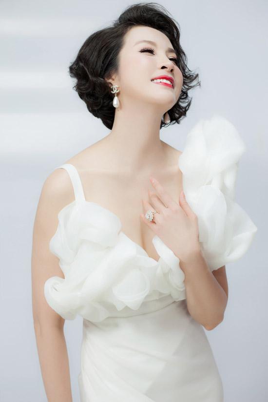 Thanh Mai thay 6 bộ váy để quay hình trong cả ngày - 2