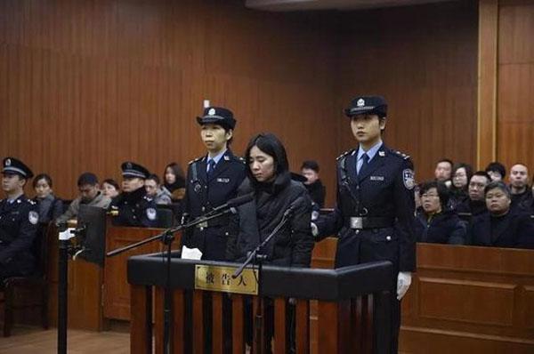 Mo Huanjing trong phiên tòa xét xử hôm 8/2. Ảnh: Shanghaiist