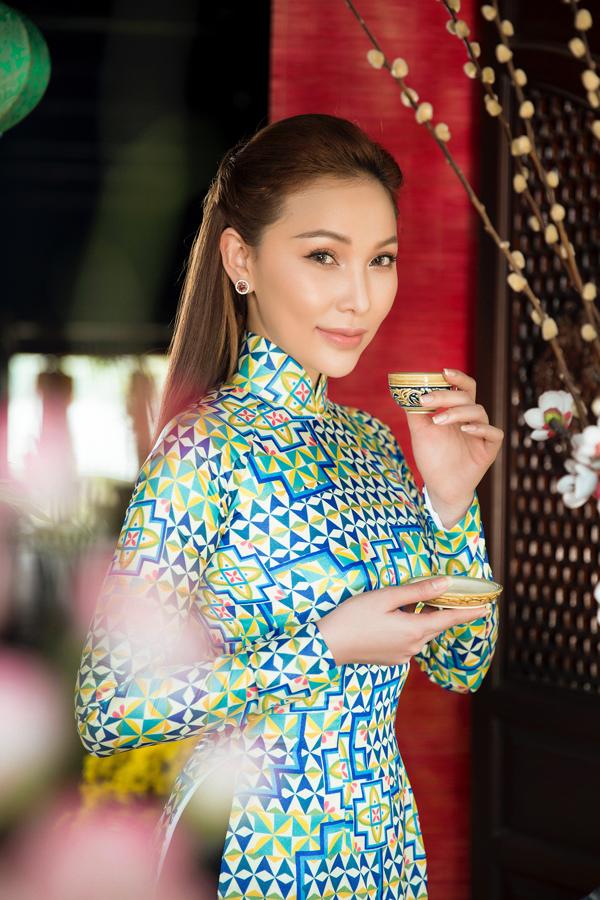 Quỳnh Thư hiện vừa làm mẫu vừa đóng phim truyền hình.