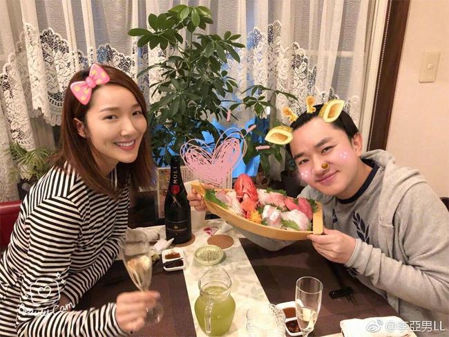 Vợ chồng Tổ Lam hạnh phúc bên nhau.