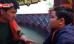 Xuân Bắc hướng dẫn con trai tập thoại ở hậu trường 'Táo quân 2018'