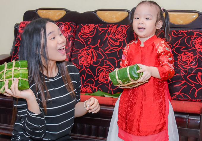 Hai con của Trịnh Kim Chi cách nhau hơn 10 tuổi. Khánh Ngân rất thích chơi cùng em gái nhỏ.