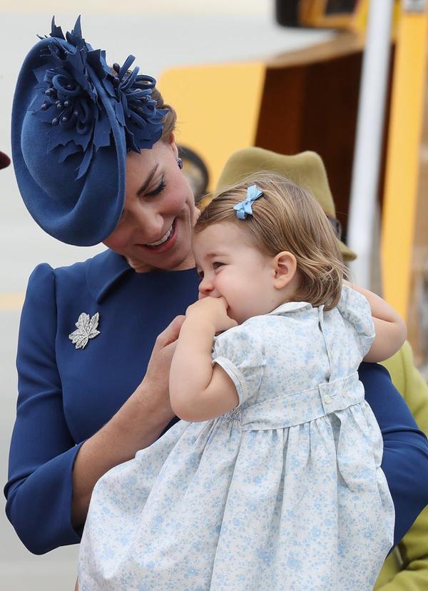 Công nương Kate Middleton luôn được công chúng ca ngợi bởi phong cách làm đẹp thanh lịch, sang trọng dù chỉ sử dụng những sản phẩm rất bình dân.