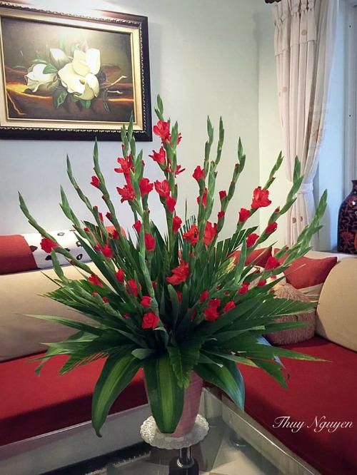 Mẹ Hà thành chia sẻ bí quyết cắm hoa đẹp chơi Tết - 1