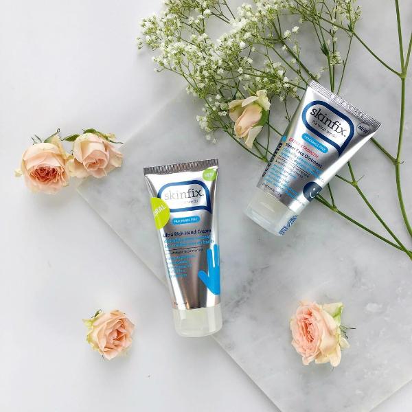 Để làm dịu da trong những điều kiện khắc nghiệt nhất, Skinfix Hand Repair Cream đã bổ sung trong công thức rất nhiều những thành phần dưỡng ẩm tự nhiên như: bơ, bột yến mạch, đậu nành, dầu dừa, dầu jojoba, tinh chất hướng dương,&