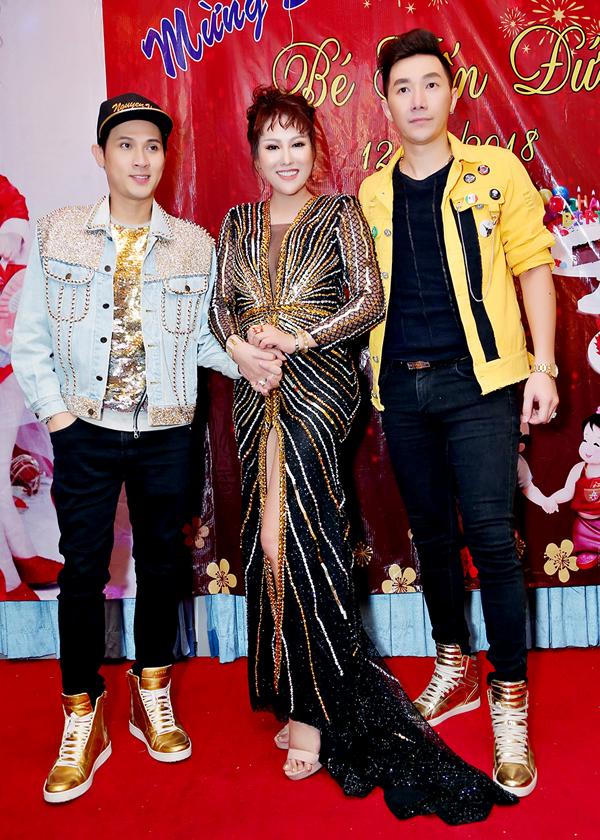 Ca sĩ Nguyên Vũ và người mẫu Nam Phong rất thân với nữ diễn viên.