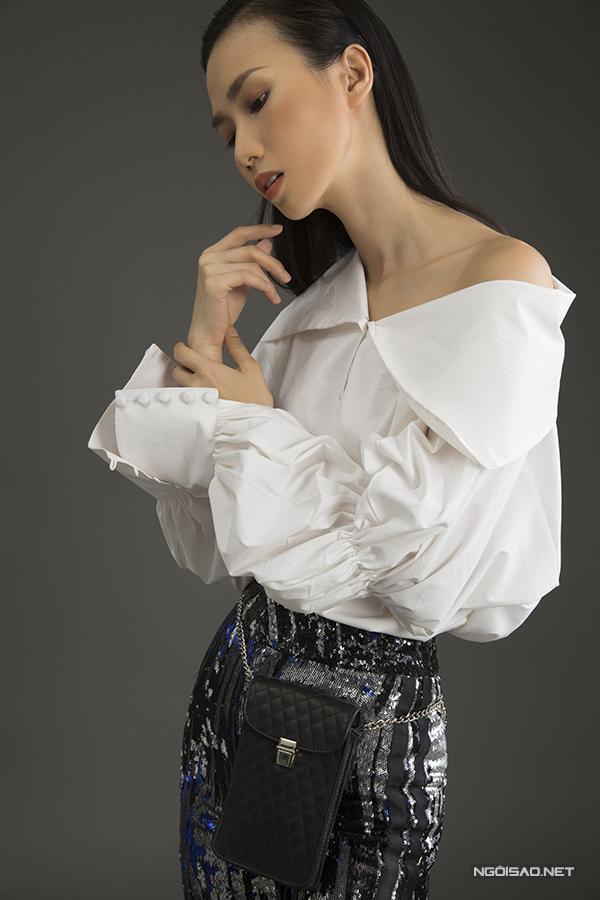 Nằm trong bộ sưu tập xuân hè 2018, nhà thiết kế Nguyễn Trường Duy cũng chọn các loại vải dệt sequins cao cấp để trình làng các kiểu trang phục mới.