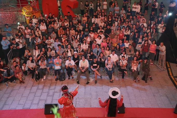 Cũng như không thể bỏ qua weekendshow được tổ chức vào cuối tuần với sự góp mặt của các ngôi sao nổi tiếng, hay các dự án nghệ thuật sẽ được trình làng của các nghệ sĩ từ gạo cội đến nghệ sĩ đường phố.