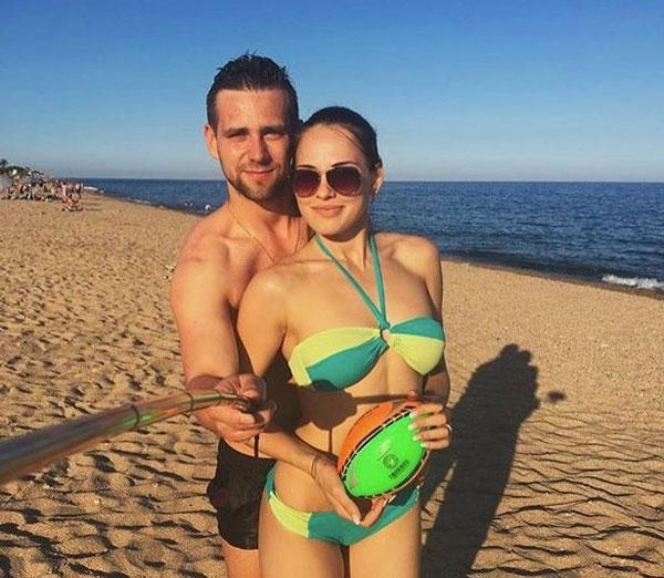 Người đẹp Nga và chồng, cũng là đồng đội, trong một kỳ nghỉ.