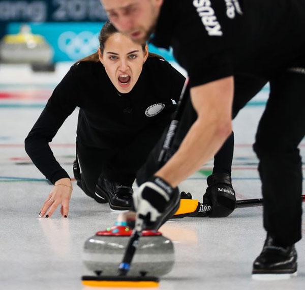 Tại Olympic mùa đông đang diễn ra ở Hàn Quốc, Anastasia cùng chồng là Alexander Krushelnitskiy thi đấu nội dung nam nữ phối hợp. Hai người từng vô địch thế giới năm 2016.