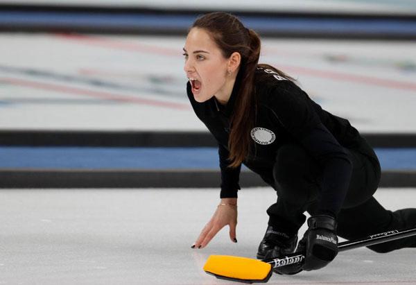 Tôi vẫn cổ vũ cho tuyển Mỹ nhưng Anastasia Bryzgalova, nữ VĐV curling của Nga trông như người mẫu vậy, tài khoản có tênFlags12345 trầm trồ.