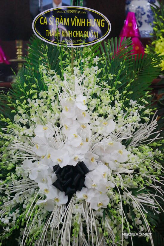 Ca sĩ Đàm Vĩnh Hưng gửi vòng hoa viếng