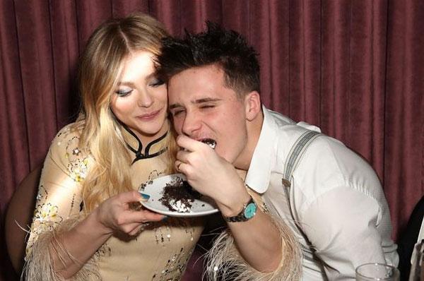 Chàng và nàng có một ngày vui từng bừng bên bạn bè trong bữa tiệc ở Los Angeles hôm đầu tháng 2.