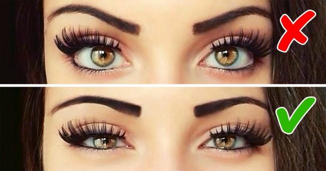 Dùng đôi mắt. Đôi mắt của bạn là một công cụ hữu hiệu giúp phát đi tín hiệu cho người đàn ông rằng, bạn đang để ý tới chàng. Đôi mắt của một người phụ nữ không quan tâm tới một người đàn ông trông sẽ bình thường. Chúng không bày tỏ bất cứ cảm xúc nào. Đàn ông có thể hiểu rằng, họ đã hết hy vọng. Đừng để điều đó xảy ra. Hãy liếc mắt một chút khi bạn hỏi đối phương một câu hỏi. Với anh ấy, điều này giống như bạn đang xem xét họ, có nghĩa bạn quan tâm tới chàng.