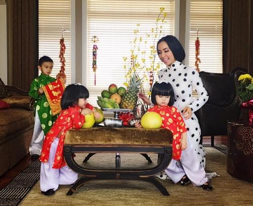 MC Huyền Ny cùng ba con chuẩn bị đón Tết.