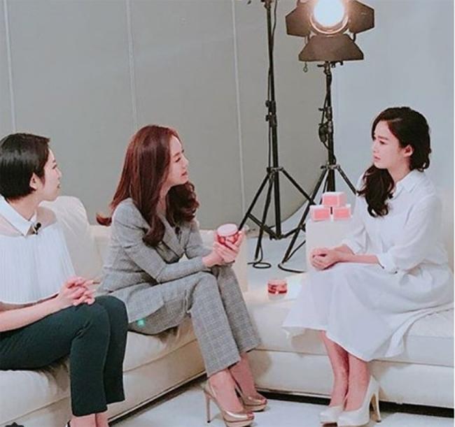 Kim Tae Hee trông rất cuốn hút khi xuất hiện hôm 13/2.