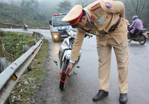 Cảnh sát giao thông có mặt tại khu vực dốc Chuối