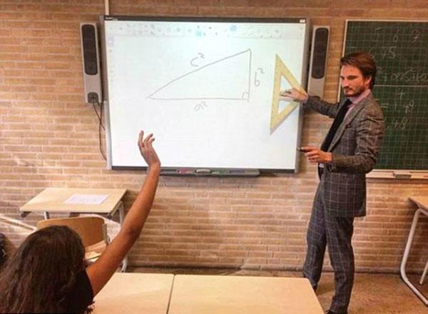 Thầy giáo dạy toán người Hà Lan Robert Ligtvoet, 28 tuổi, trở thành cái tên gây chú ý trên mạng xã hội gần đây khi tài khoản Instagram của anh hiện có hơn 43.000 người theo dõi.
