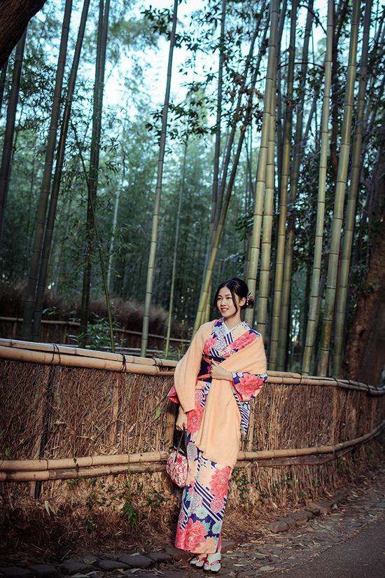 Á hậu cao nhất Việt Nam trễ nải vai trần ở Nhật Bản - 7