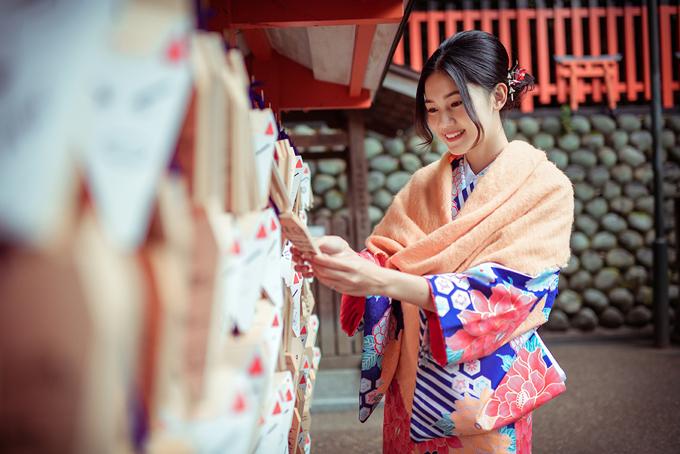 Á hậu cao nhất Việt Nam trễ nải vai trần ở Nhật Bản - 9