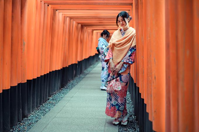 Á hậu cao nhất Việt Nam trễ nải vai trần ở Nhật Bản - 5