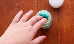 Mẹo lau sạch móng tay trong tíc tắc với hũ tẩy móng tiện dụng