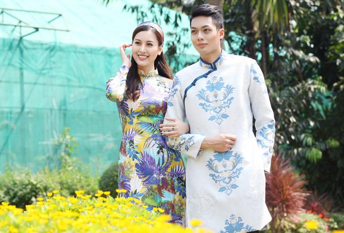 Hà Lade tình cảm khoác tay diễn viên Minh Giang ngắm cảnh thiên nhiên rực rỡ sắc xuân.