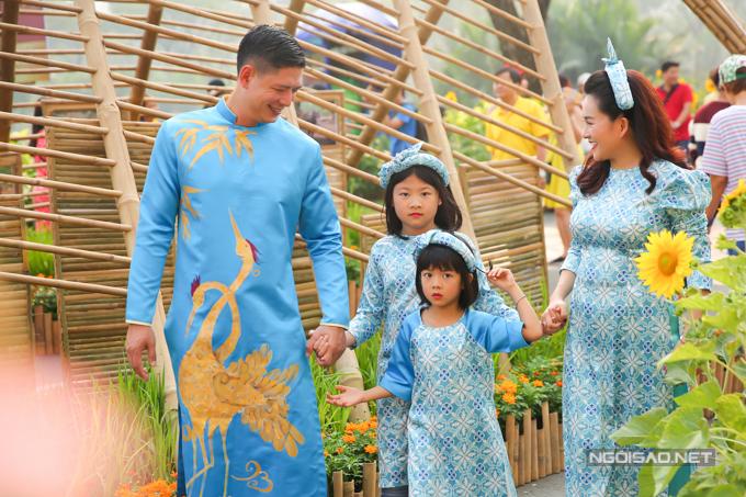 Bình Minh cho biết ngày 29 Tết anh bay ra Hà Nội thăm hỏi họ hàng, người thân ngoài Bắc sau đó vào Sài Gòn đón năm mới cùng gia đình nhỏ.