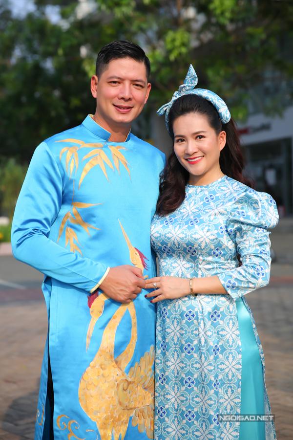 Bình Minh đưa vợ con đi dạo đường hoa, chụp ảnh Tết - 7