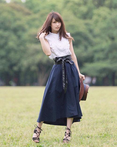 Chỉ bằng những công việc như vậy, Enako tuyên bố cô đã kiếm được hơn 10 triệu yên (gần 100 nghìn USD) chỉ trong tháng 12 vừa qua.