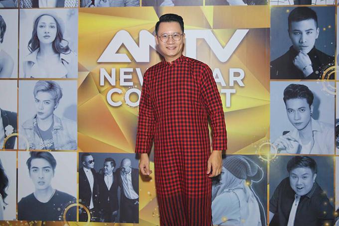Ca sĩ Hoàng Bách cũng góp mặt trong show diễn.