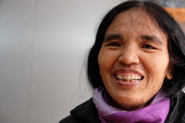 Chị The bắt đầu mua dần áo ấm và đồ dùng cho con gái từ giờ. Sau khi thi tốt nghiệp trung học, Linh sẽ sang Mỹ du học.