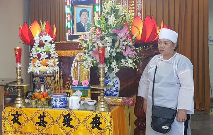 Nghệ sĩ Nguyễn Hậu mất vào sáng sớm ngày 14/2 (tức 29 Tết Mậu Tuất). Con gái duy nhất của anh nén đau thương để lo hậu sự cho cha.