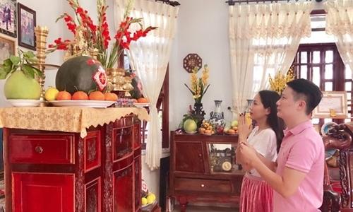 Vợ Hoàng Bách đi làm dâu vẫn được ăn Tết nhà mẹ đẻ