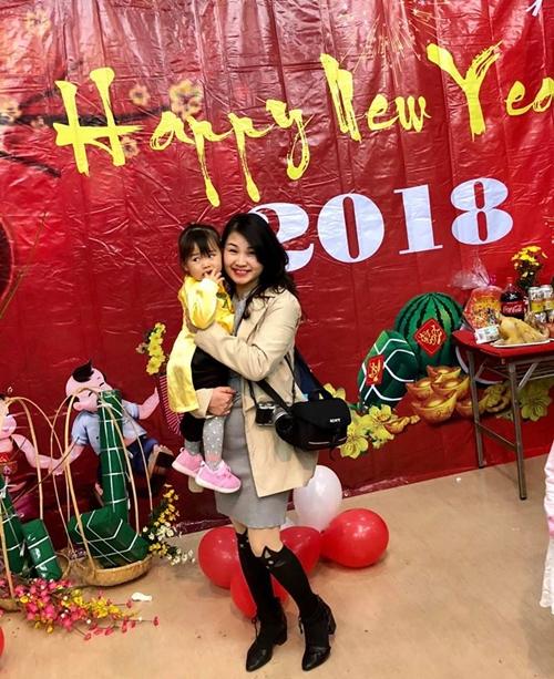 Các bà mẹ Việt thích thú đưa con tới tham dự chương trình. Đây là cơ hội giúp bé hiểu thêm về nét đẹp đẹp nguồn cội.