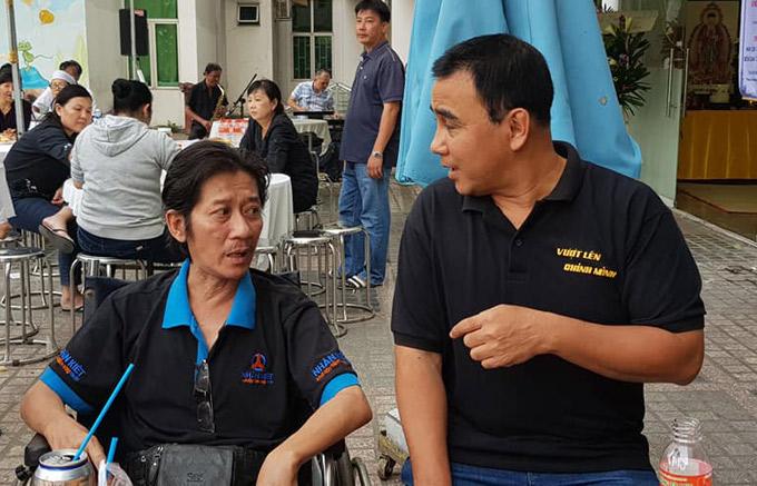 Quyền Linh khá bận bịu những ngày giáp Tết. Sáng 29 Tết anh đang làm từ thiện ở miền Tây thì nghe tin nghệ sĩ Nguyễn Hậu qua đời. Xong việc, nam diễn viên vội về Sài Gòn để kịp tiễn đưa người anh đồng nghiệp.