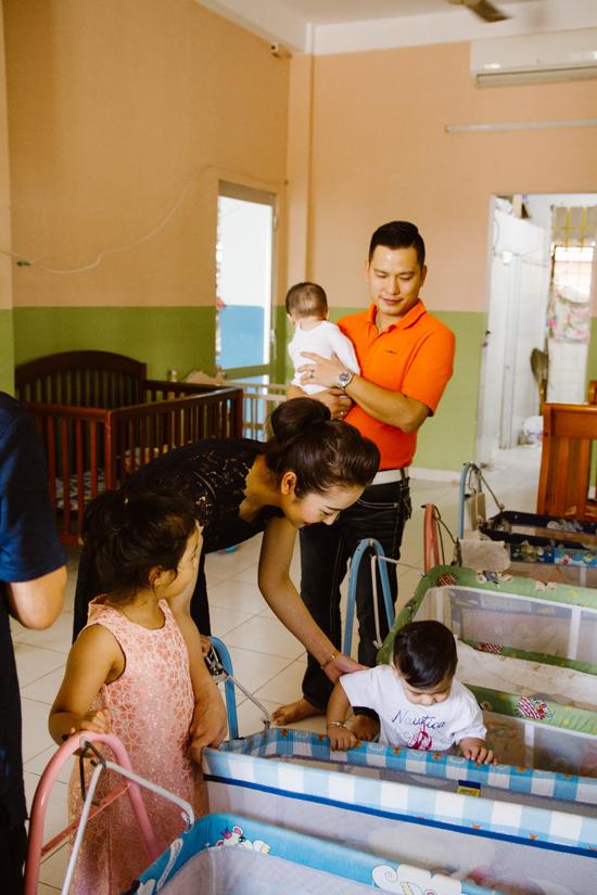 Dịp Tết này, vợ chồng Hoa hậu đưa hai con vào Sài Gòn ăn Tết cùng gia đình nội. Ngày mùng 3, cả nhà cô sẽ cùng bay sang Mỹ để đoàn tụ với bé Bảo Nam và nhà ngoại.