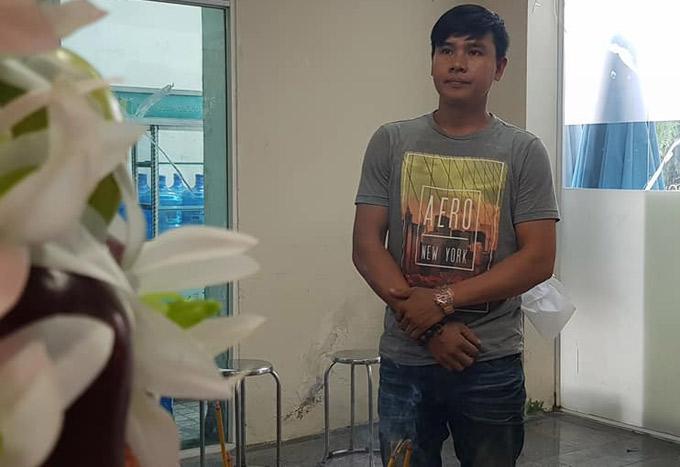 Diễn viên Ngọc Thảo ngậm ngùi trước linh cữu nghệ sĩ Nguyễn Hậu.