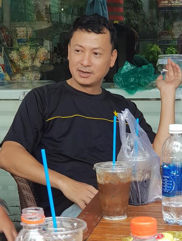 Diễn viên Thiệu Ánh Dương không xuất hiện trong làng giải trí từ khi giải nghệ, chuyển hẳn sang làm luật sư. Anh tới viếng nghệ sĩ Nguyễn Hậu và trò chuyện cùng các đồng nghiệp cũ.
