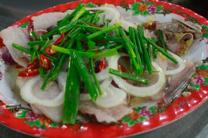 Cá nhám nhúng dấm - món nhắm ngày Tết của dân miền biển