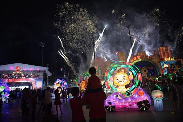 Tại đảo quốc sư tử, khoảng 120.000 người tập trung tại lễ hội River Hongbao để chào đón năm mới. Ảnh: ST.