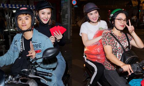 Ngọc Trinh, Linh Chi ngồi xe máy đi phát quà trong đêm giao thừa