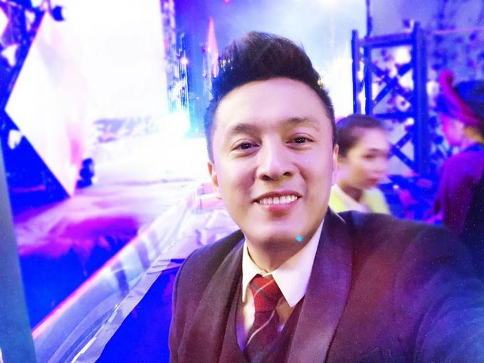 Diễn show cuối cùng của năm Đinh Dậu, Lam Trường gửi lời chúc mừng tới khán giả: Năm mới Trường xin chúc khán giả, bạn bè thân thương của Trường cùng gia đình có một năm thật nhiều nềm vui, hạnh phúc,sức khoẻ và phát tài, phát lộc. Happy lunar new year!.