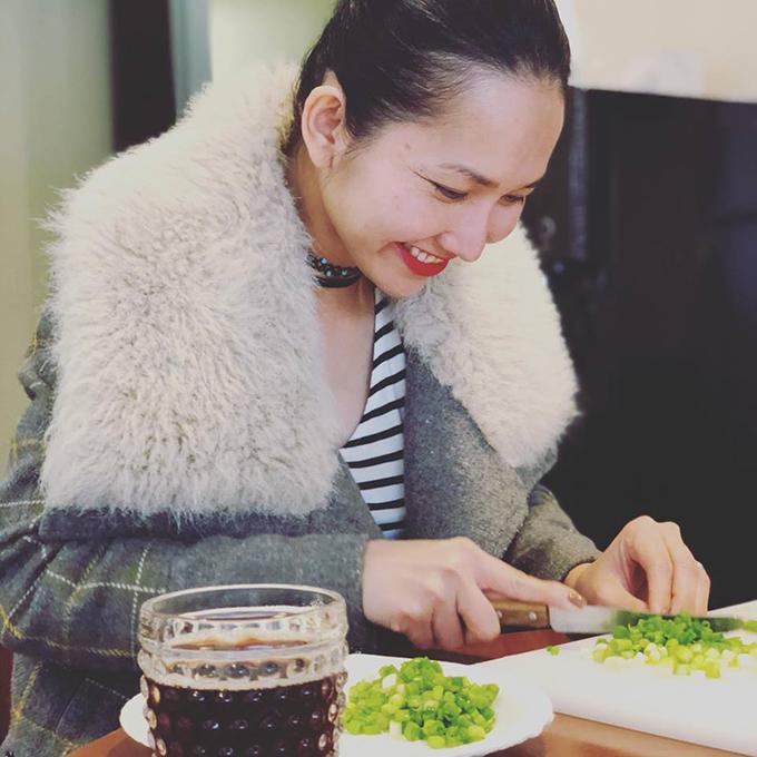 Dù ở xa quê hương nhưng Kim Hiền vẫn chăm chỉ nấu các món ăn quê hương dịp Tết nguyên đán.