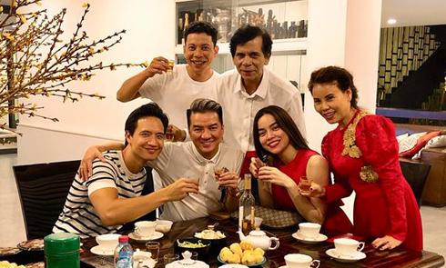 Kim Lý đón giao thừa cùng gia đình Hà Hồ