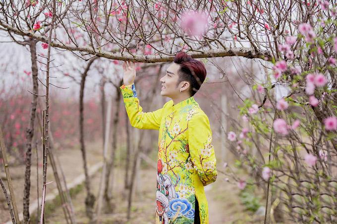Quang Hà chuẩn bị một bộ sưu tập áo dài trị giá 500 triệu đồng để mang ra Hà Nội chụp ảnh kỷ niệm Tết Mậu Tuất.