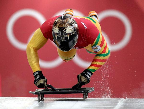 Thời trang mũ không đụng hàng của các VĐV trượt băng nằm sấp - 1